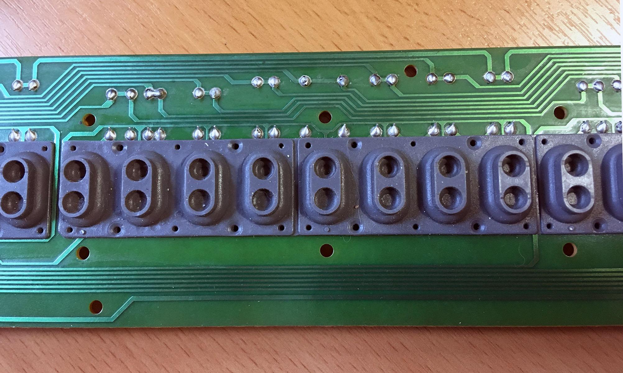 Расположение резинок midi клавиатуры (Что делать если не работают несколько клавиш на midi клавиатуре)